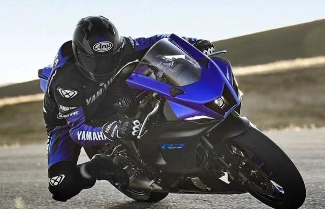 雅马哈R7海外上市!售价不到5.8万,689cc并列双缸,73匹马力