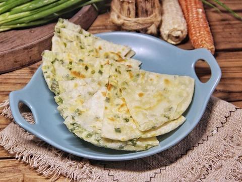 在家制作好吃美味的葱油饼,香气四溢,健康又有营养