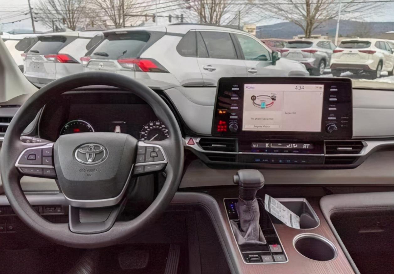 国产丰田塞纳配置曝光!四款车型,预售26万,2.5混动引擎+电动门