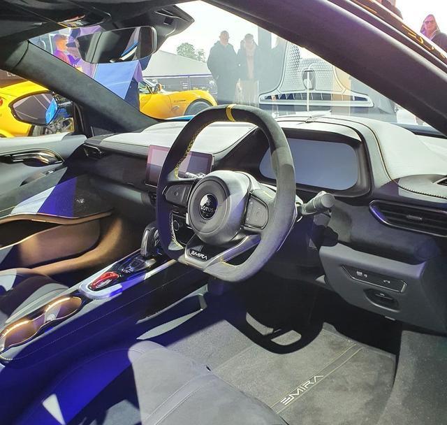 搭载AMG 2.0T,内饰科技感飙升,路特斯Emira将于明年入华