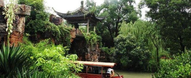 原本一条普通护城河,被众多巨商花重金设计出名