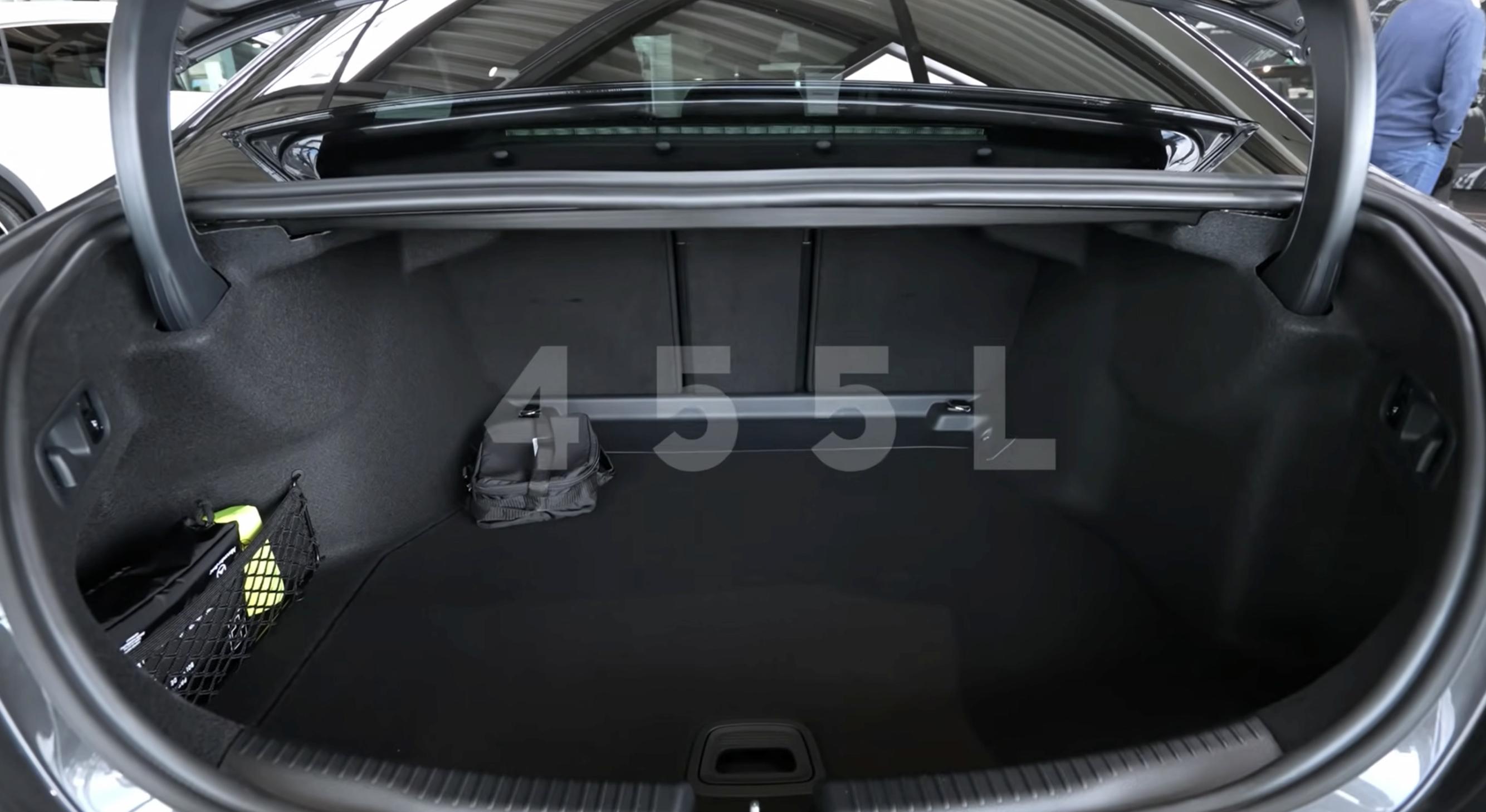 全新一代奔驰C级长轴版预计8月上市,到店实拍,你喜欢款小S吗?