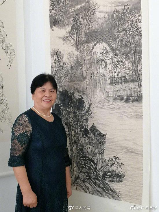真棒!70岁奶奶获书法中国画双学位