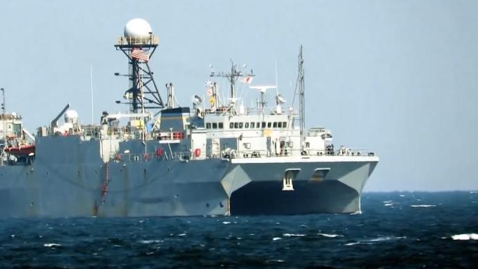 美军监测船在南海绕圈