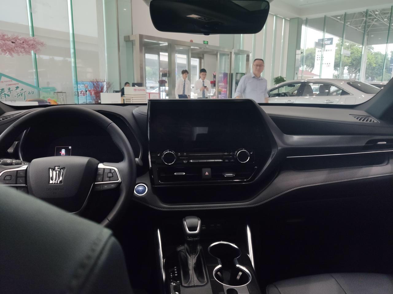 皇冠陆放到店实拍,定位中型SUV,挑战汉兰达,预售28万起
