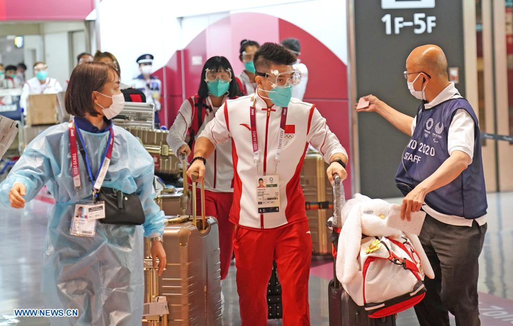 Lin Chaopan (C) of the Chinese men's gymnastics team arrives with members of Chinese Olympic delegation at the Narita airport in Tokyo, Japan, July 18, 2021. (Xinhua/Li Yibo)