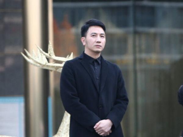 林生斌被公司员工爆料,去澳洲旅游的不是小乐,还有第三个女人