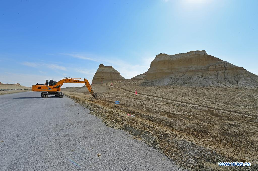 Photo shows a construction site of a cross-desert expressway in northwest China's Xinjiang Uygur Autonomous Region, July 16, 2021. Construction of the first cross-desert expressway in Xinjiang has proceeded smoothly. The expressway, linking Altay Prefecture and the regional capital city of Urumqi, stretches some 343 km, with sections of more than 150 km built through the desert. (Xinhua/Hou Zhaokang)