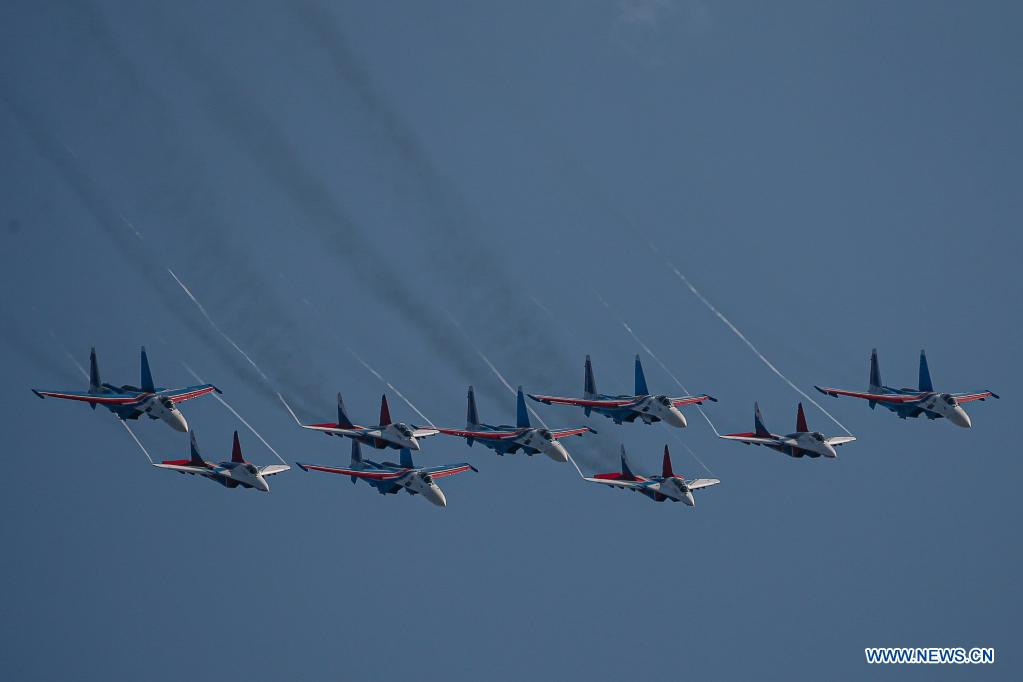 The Swifts and the Russian Knights aerobatic demonstration teams perform during the opening day of the International Aviation and Space Salon (MAKS)-2021 in a Moscow suburb, Russia, on July 20, 2021. MAKS-2021 kicked off in a Moscow suburb on Tuesday. (Xinhua/Evgeny Sinitsyn)