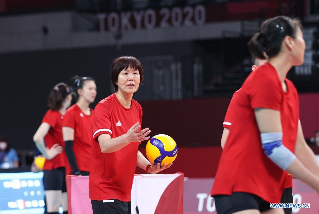 Lang Ping, head coach of China's women's volleyball team gives instructions during a training session at Ariake Arena in Tokyo, Japan, July 21, 2021. (Xinhua/Ding Ting)