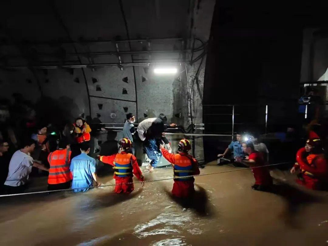 救援现场。中国应急管理报记者胡泊摄