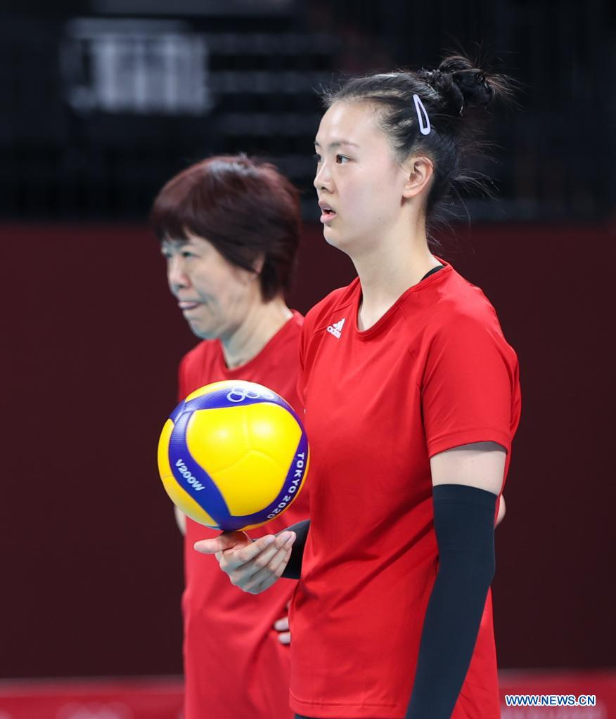 Zhang Changning (R) of China's women's volleyball team attends a training session at Ariake Arena in Tokyo, Japan, July 21, 2021. (Xinhua/Ding Ting)