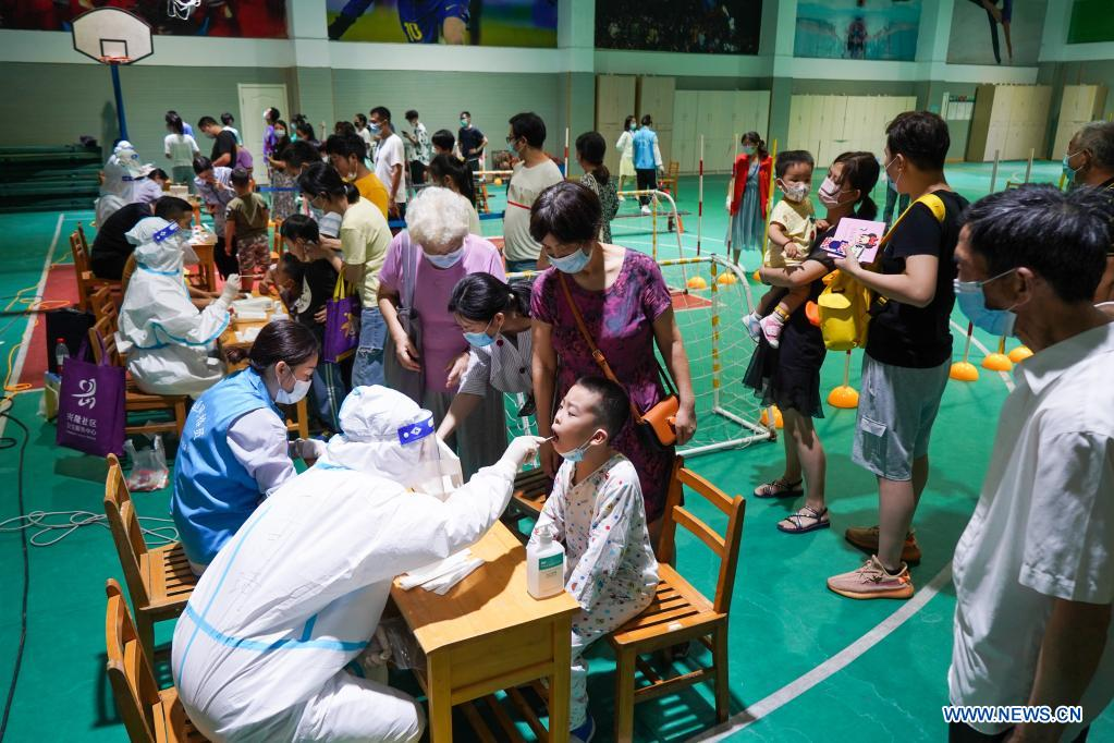 Medical workers take swab samples from residents for COVID-19 test at a testing site in Nanjing, east China's Jiangsu Province, July 21, 2021. Nanjing, which has a population of more than 9.3 million, carried out citywide nucleic acid testing starting on Wednesday. (Xinhua/Li Bo)