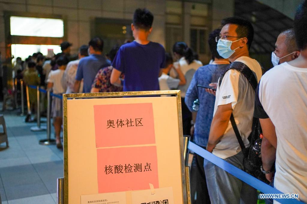 People queue for COVID-19 test at a testing site in Nanjing, east China's Jiangsu Province, July 21, 2021. Nanjing, which has a population of more than 9.3 million, carried out citywide nucleic acid testing starting on Wednesday. (Xinhua/Li Bo)