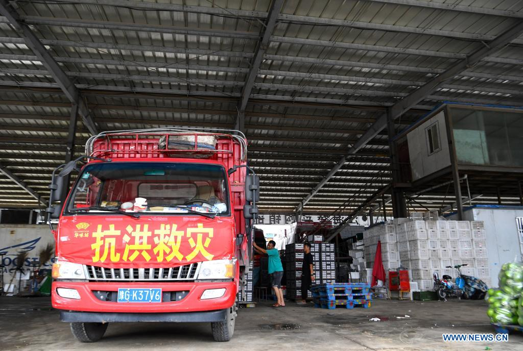 People load a truck heading for flood-stricken areas with vegetables at a logistic center in Zhongmu County of Zhengzhou, central China's Henan Province, July 22, 2021. Various measures have been taken to ensure supply of agricultural products in Zhengzhou, which was swamped by flood recently caused by heavy rainfall. At present, the supply of vegetables has been adequate with stable price. (Xinhua/Hao Yuan)