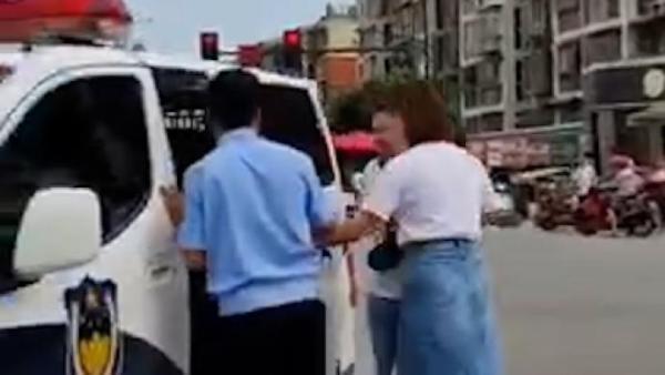 人贩子街头抢娃?警方回应
