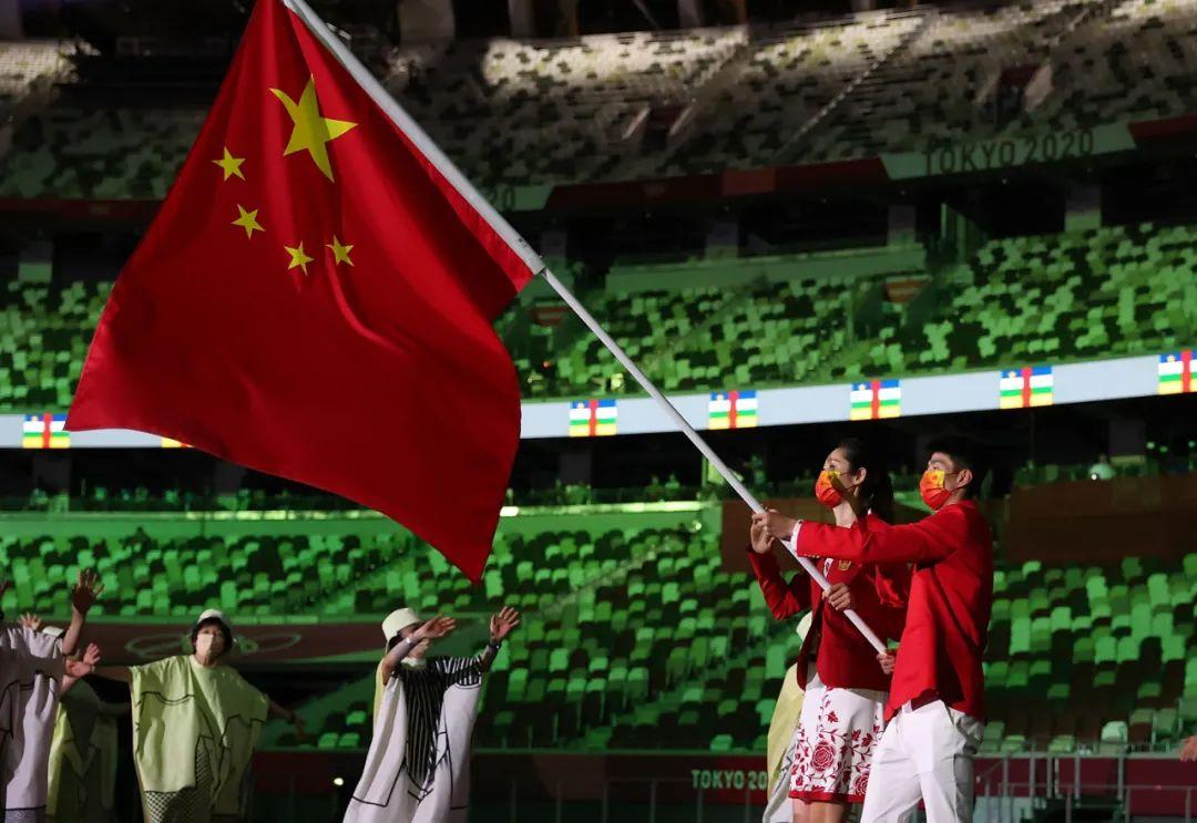 """东京奥运会开幕——""""中国红""""惊艳亮相!入场礼服大有玄机"""