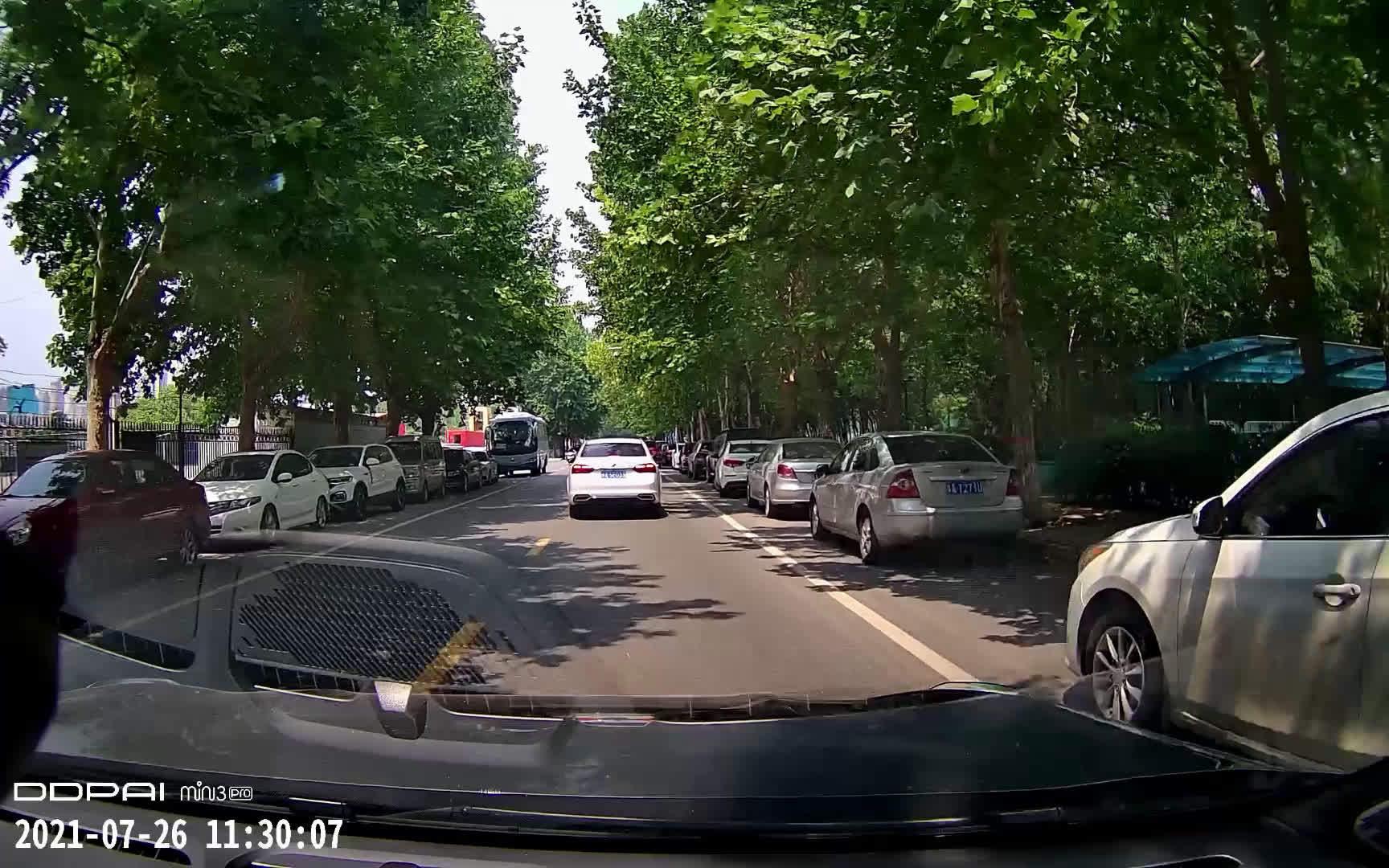 开着车在郑州某条我经常走的路上转了一圈……
