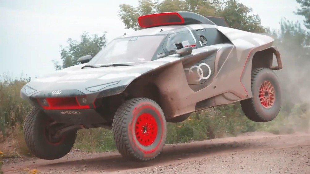 奥迪RS Q e-tron 达喀尔拉力赛车……