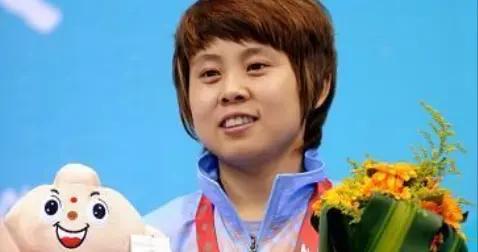 巅峰时被开除禁赛,还能复出夺冠成速滑女皇,王濛到底有什么本事