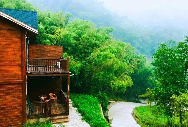 """洛阳藏避暑度假旅游区,被誉为伏牛山森林沐场"""",常年流水不断"""