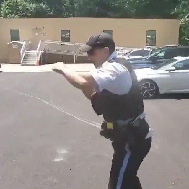 这位警察的空击如何