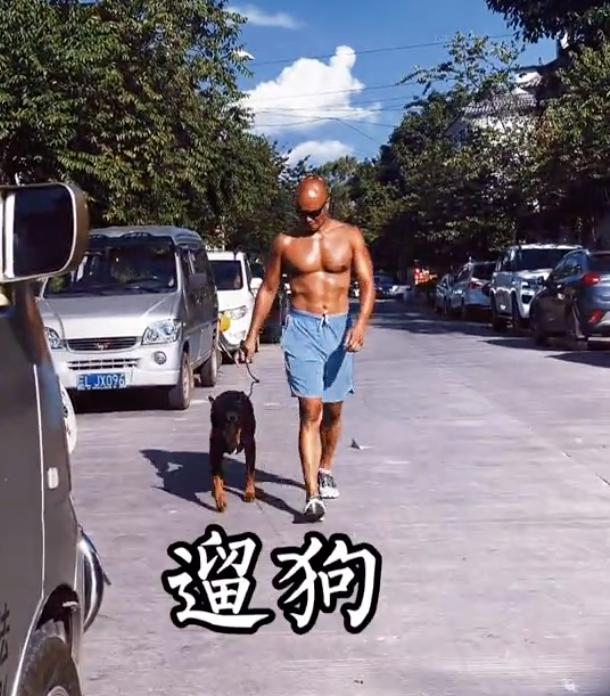 """天悦平台""""消失""""的乐嘉:从金牌主持到小镇不牵绳遛狗,他经历了什么"""