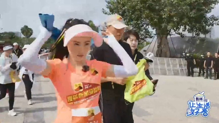 张柏芝来三亚参加马拉松,摄像老师完全跟不上啊