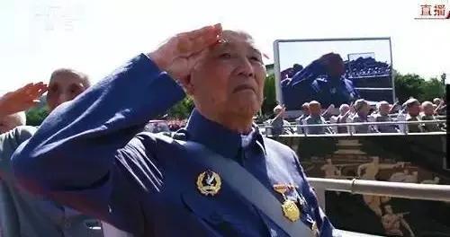 燃残躯抒写忠诚——老红军余新元数十年讲党史