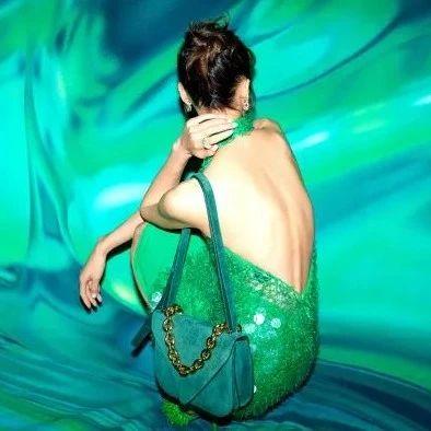 壹周潮话题   大露背绿裙的大表姐,是本周最佳了吧?