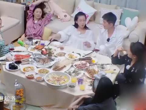 秦海璐一见王新军秒变绿茶,啥也不会干了,就会在床上蹬腿!