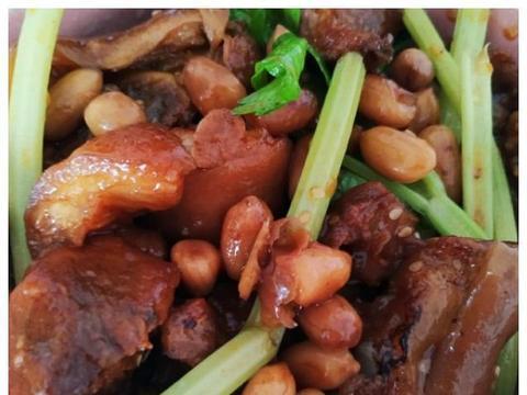 美食推荐:小炒豆腐、辣子杏鲍菇、酸辣白菜、花生焖猪手的做法
