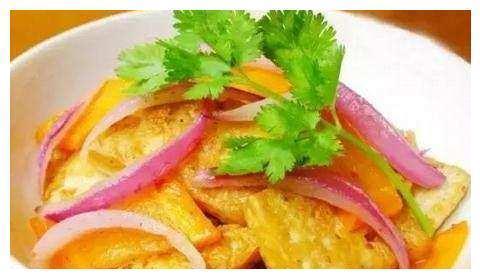 美食推荐:香辣杏鲍菇丝、木须肉、鸡翅烧胡萝卜、洋葱烧豆腐