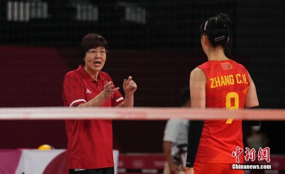 资料图:北京时间7月25日下午,东京奥运会女排小组赛首轮中,中国女排0:3不敌土耳其女排。中新社记者 杜洋 摄