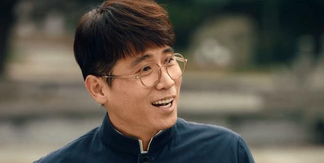 《逐梦蓝天》故事清晰,群体人物鲜明,他四十多岁成功饰演大学生