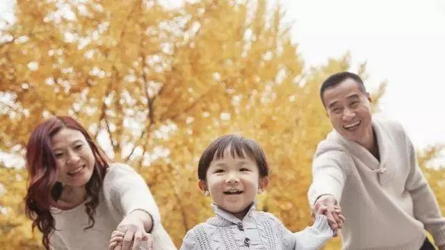 父母情绪控制不住,会对孩子造成