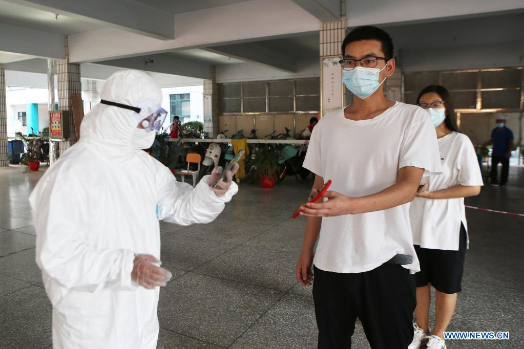 Residents have their information registered before nucleic acid test in Zhengzhou, central China's Henan Province, Aug. 2, 2021. Central China's Henan Province reported one locally transmitted confirmed COVID-19 case and 28 asymptomatic cases on Sunday, the provincial health commission said on Monday. By the end of Sunday, there were 31 confirmed COVID-19 cases still hospitalized in Henan, including 13 locally transmitted cases. There were 287 close contacts under medical observation in Henan. (Xinhua/Xu Yanan)