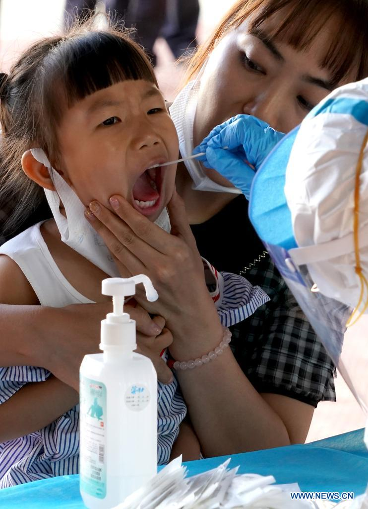 A medical worker takes a swab sample from a child for nucleic acid test in Zhengzhou, central China's Henan Province, Aug. 2, 2021. Central China's Henan Province reported one locally transmitted confirmed COVID-19 case and 28 asymptomatic cases on Sunday, the provincial health commission said on Monday. By the end of Sunday, there were 31 confirmed COVID-19 cases still hospitalized in Henan, including 13 locally transmitted cases. There were 287 close contacts under medical observation in Henan. (Xinhua/Li An)