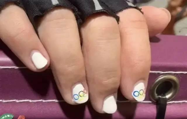 奥运选手水里表演时如何不花妆容,浸润吸收法如何做到不脱妆?
