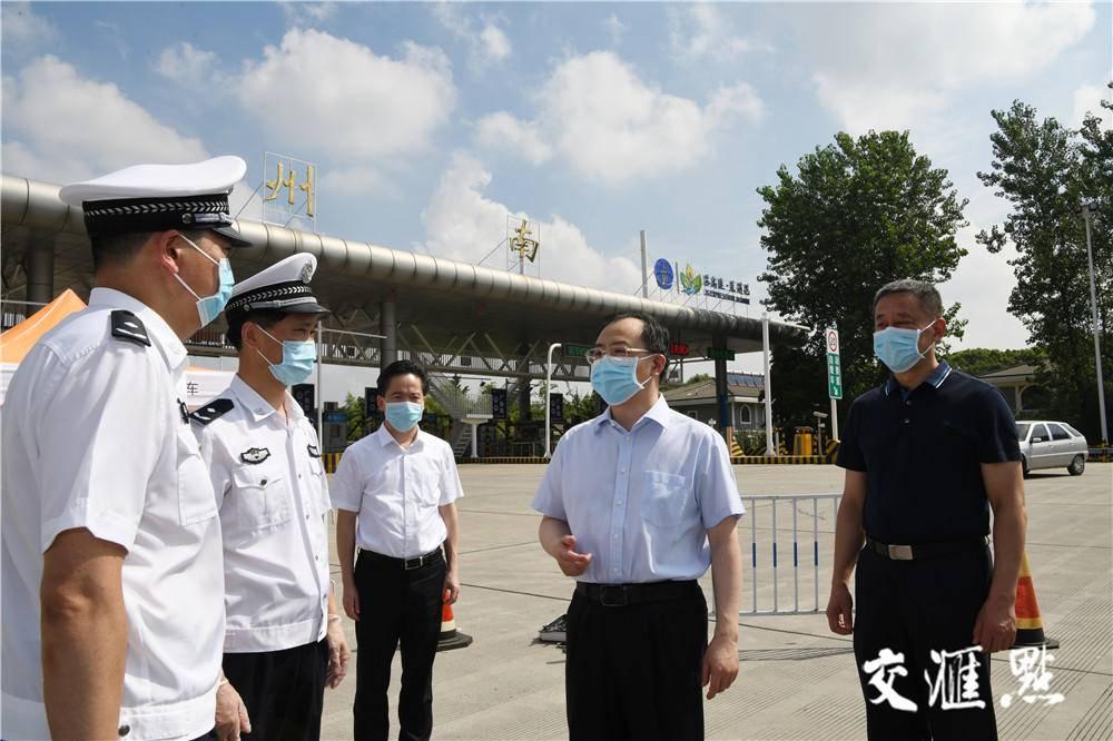 吴政隆检查指导扬州疫情防控时强调:必须争分夺秒 刻不容缓 从严从紧 落细落实