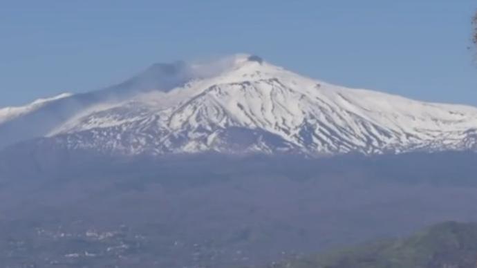 """欧洲最高活火山""""长高"""""""