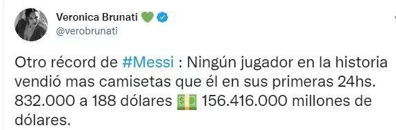 这波不亏!曝梅西的巴黎球衣单日销售额超1.56亿,巴萨主帅有点酸