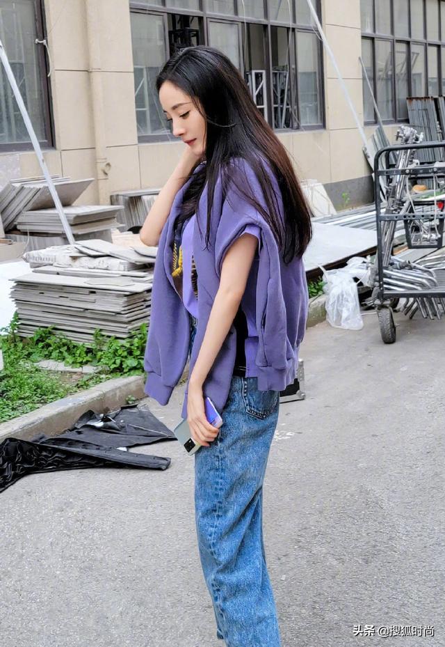 yyds渔网袜 杨幂最近都穿了什么?看看她的穿搭方案插图15