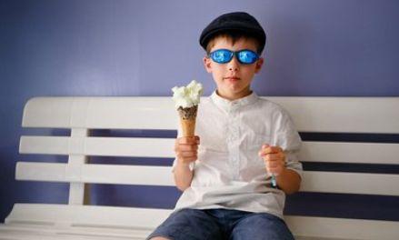 """六岁男童要吃一百个雪糕,妈妈出奇招""""制服""""孩子,网友:不太好"""