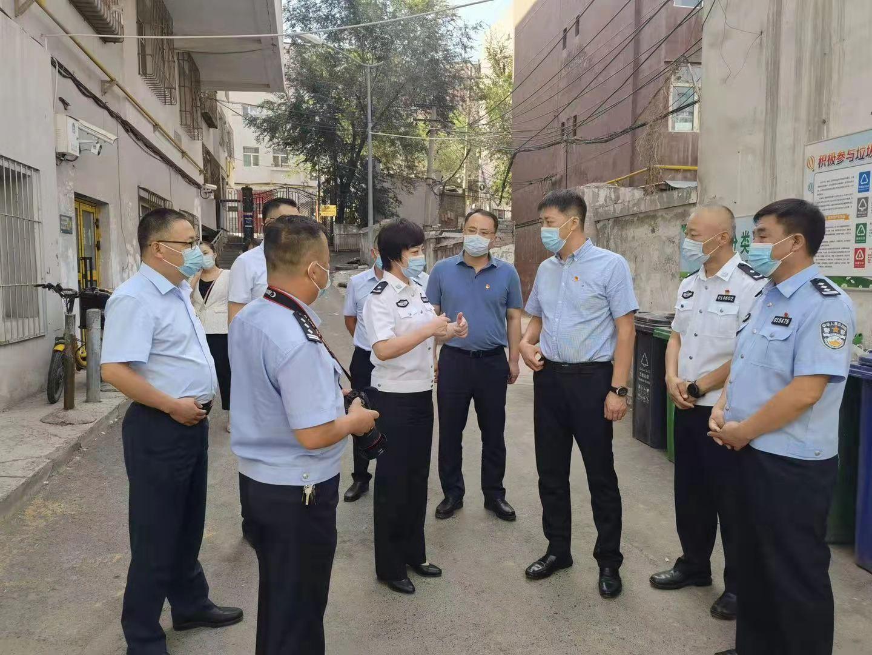 天山农商银行与市公安局开展慰问英烈家属和民警活动