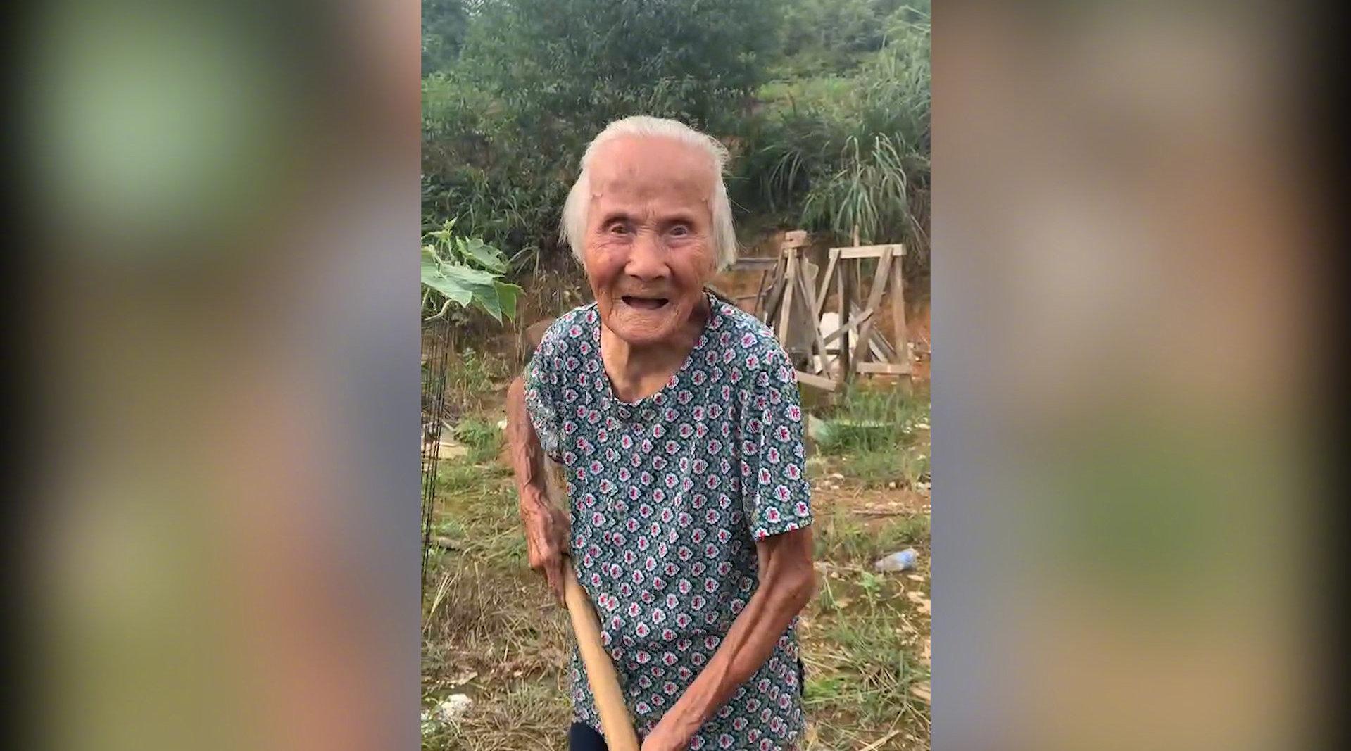 """江西102岁奶奶火了 成全县最大""""网红"""""""