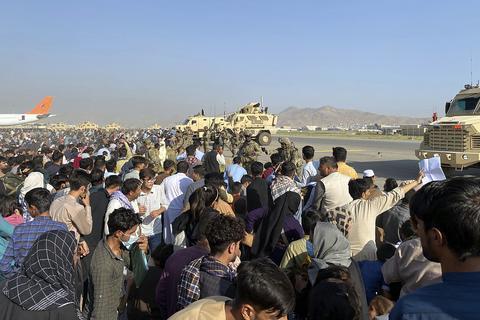 美媒:至少25万名为美国工作的阿富汗人无法撤离