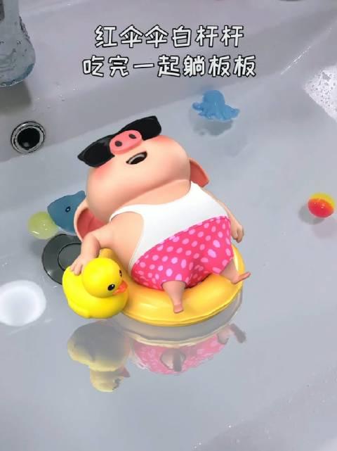 妈妈给孩子洗澡吱哇乱叫,爸爸给孩子洗澡欢欢笑笑