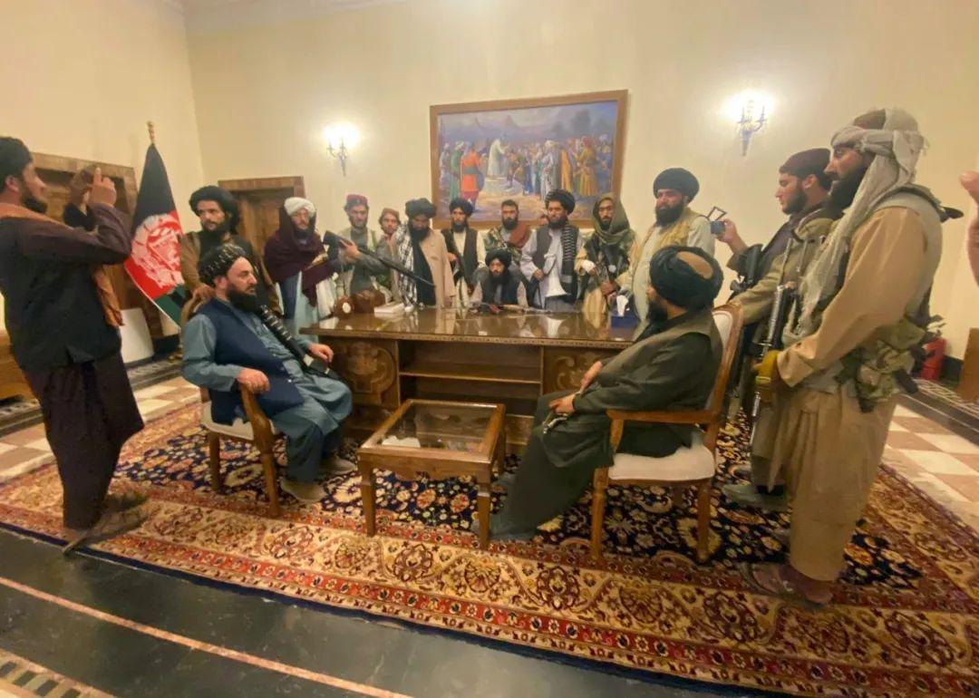 """阿富汗""""逃跑""""总统:一次人类学家治国的失败试验"""