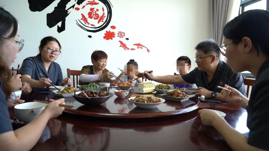"""杭州一法庭结对留守儿童 开展""""向日葵计划""""提供关爱"""
